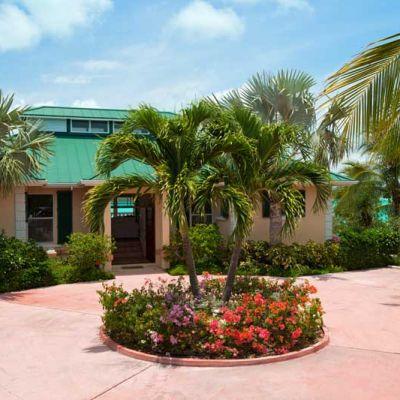 emerald-shores-estate-main-house-entrance-south-view