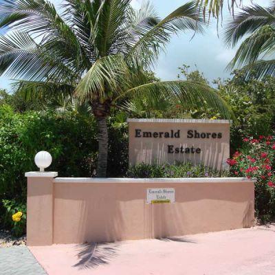 Emerald-Shores-Entrance