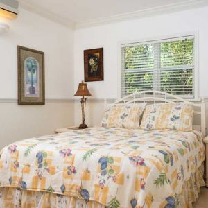 Emerald-Shores-Guesthouse-Lower-Level-West-Bedroom