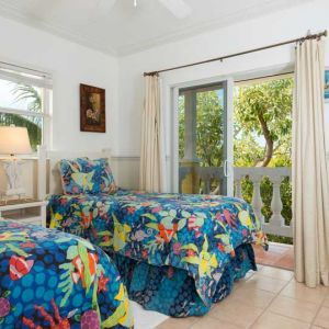 Emerald-Shores-Guesthouse-Upper-Level-East-Bedroom