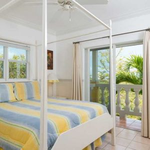 Emerald-Shores-Guesthouse-Upper-Level-West-Bedroom