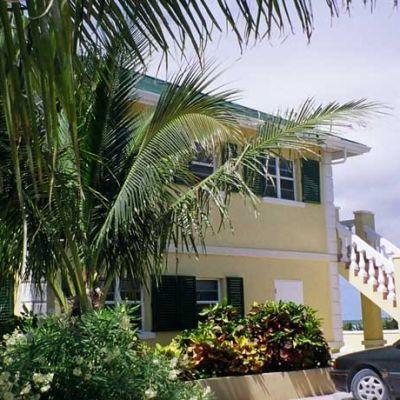 Emerald-Shores-Landscape-by-Guest-House